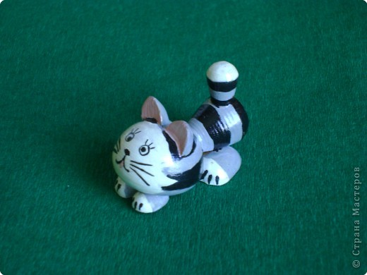 умный опытный лис и озорной, любознательный котенок. =) фото 2