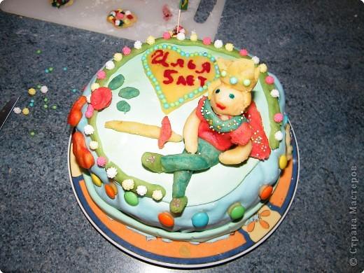 Так как у дочки в сентябре на торте была марципановая принцесса,  сыном был заказан торт с принцем! Мучалась долго, марципан крошился. фото 1