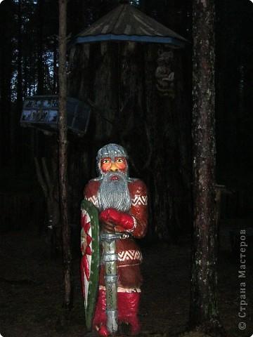 Предлагаю совершить путешествие на Вотчину Деда Мороза в Великий Устюг, тем более, что и повод подходящий имеется - 18 ноября главный российский волшебник отмечает свой день рождения! Вотчина находится в нескольких километрах от города, в сосновом бору. фото 20