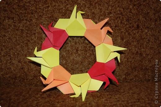 Оригами: венок из журавликов.