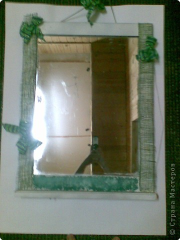 белое зеркало кагдато бало не красивым коричневым я его покрасила поклеила пленку из травы=) фото 3