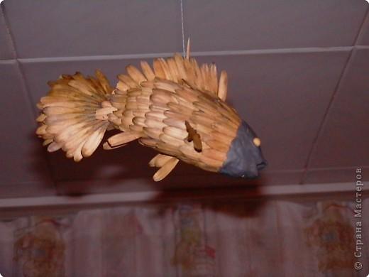 Делается примерно так же как и птичка. Глазки - две горошины. Нить закреплена на зубочистке, поскольку конструкция получилась довольно увесистой и семечка ее не удержала бы. фото 2