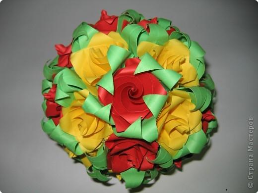 Этот шар я собрала тоже из розочек, МК по сборке которых, я выложила здесь:   http://stranamasterov.ru/node/23799?u= фото 1