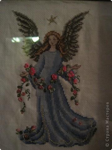 Вышивка крестом: ангел с розами