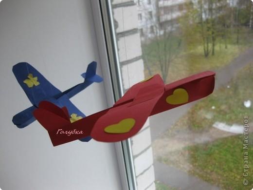 Перед уходом на каникулы, мы с детками делали самолеты, к сожалению был забыт фотоаппарат... а это сделано дома, самолет сына и мой фото 1