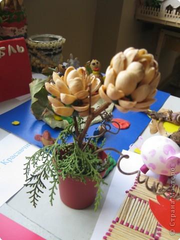 В пятницу в школе проходил конкурс поделок из природного материала среди 1-4 классов. Работы очень хорошие. Вот некоторые из них. Страус. фото 9