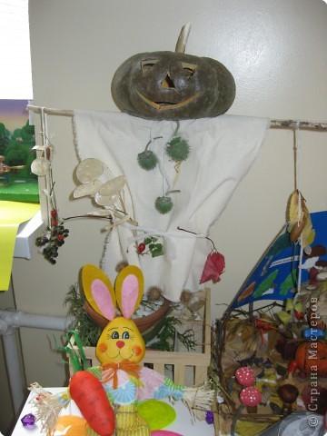 В пятницу в школе проходил конкурс поделок из природного материала среди 1-4 классов. Работы очень хорошие. Вот некоторые из них. Страус. фото 10