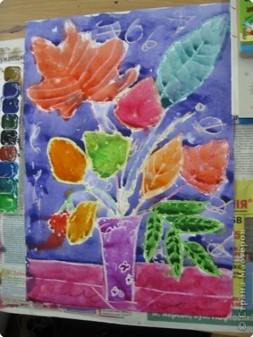 Сегодня на уроке в третьем классе рисовали осенние букеты. Листья,восковые мелки и акварель. фото 1