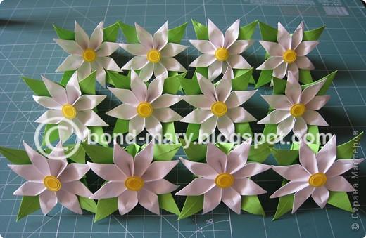 Этой работой я хотела бы показать вам, что многие модули для кусудам или просто цветочки можно комбинировать между собой - получаются совершенно другие кусудамы!  И к тому же я давно мечтала иметь летние цветочки (ромашки) фото 4