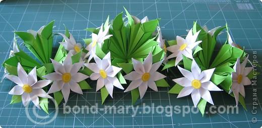 Этой работой я хотела бы показать вам, что многие модули для кусудам или просто цветочки можно комбинировать между собой - получаются совершенно другие кусудамы!  И к тому же я давно мечтала иметь летние цветочки (ромашки) фото 5