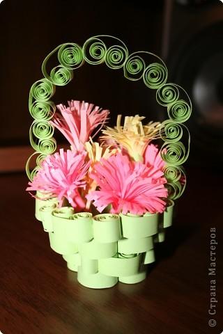 Квиллинг: корзиночка с цветочками фото 1