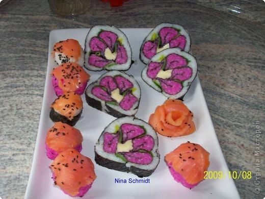 Начинка розовая - это рис, только подкраешен свекольным маринадом. фото 1