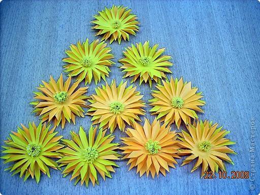 Просто влюбилась в эти цветы! Для Осеннего бала сделали их 10 штук. Девочки каждая сделали по цветочку и получился этот замечательный букет! фото 7