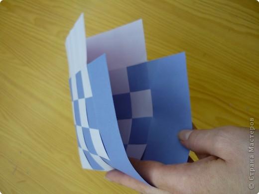 Кармашек сделан по принципу плетёных листочков, только заготовки сложены вдвойне и соединены без клея. фото 2