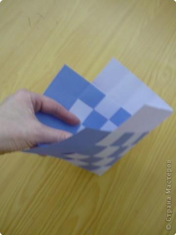 Кармашек сделан по принципу плетёных листочков, только заготовки сложены вдвойне и соединены без клея. фото 3