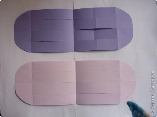 Кармашек сделан по принципу плетёных листочков, только заготовки сложены вдвойне и соединены без клея. фото 4