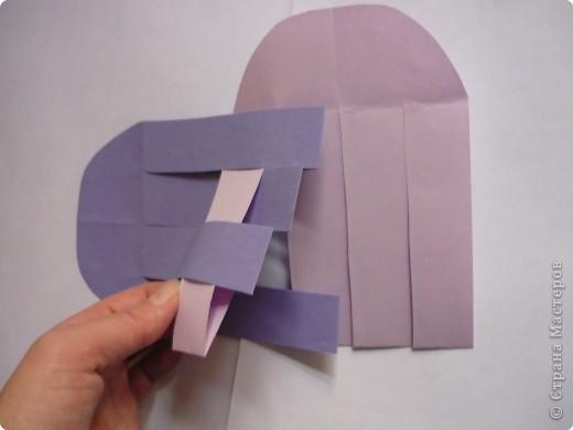 Кармашек сделан по принципу плетёных листочков, только заготовки сложены вдвойне и соединены без клея. фото 7