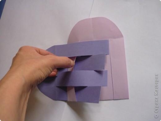 Кармашек сделан по принципу плетёных листочков, только заготовки сложены вдвойне и соединены без клея. фото 8