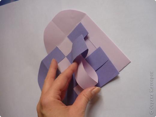 Кармашек сделан по принципу плетёных листочков, только заготовки сложены вдвойне и соединены без клея. фото 9