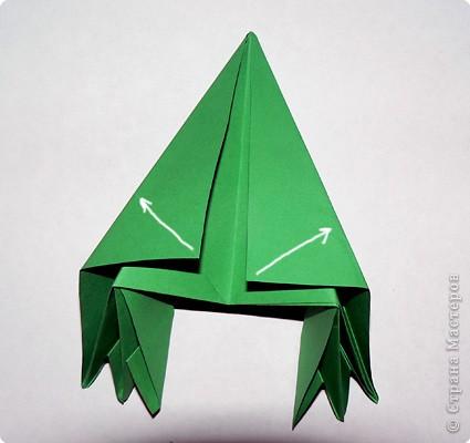 Чудесная оригами-елочка из не менее чудесной книги Светланы Соколовой «Бумажные орнаменты, звезды, гирлянды». Думала поделиться к Новому году, но на сайте, смотрю, подготовка к нему уже идет полным ходом. И снежинки, и елки, и Дед Мороз, и пингвины в ход пошли уже. Вот и решила внести свой вклад в создание новогодней коллекции заблаговременно. фото 17