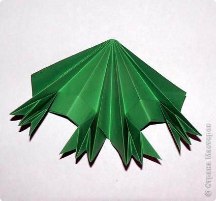Чудесная оригами-елочка из не менее чудесной книги Светланы Соколовой «Бумажные орнаменты, звезды, гирлянды». Думала поделиться к Новому году, но на сайте, смотрю, подготовка к нему уже идет полным ходом. И снежинки, и елки, и Дед Мороз, и пингвины в ход пошли уже. Вот и решила внести свой вклад в создание новогодней коллекции заблаговременно. фото 21