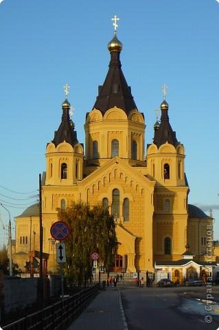 Построен в 1880году,закрыт в 1929, службы возобновились в 1992 году.Реставрация продолжается...12 сентября 2009года Собору присвоен статус кафедрального. фото 1