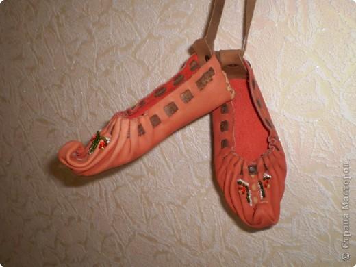 Обувь выполнена из чистой кожи. Отделка бисером.  фото 2