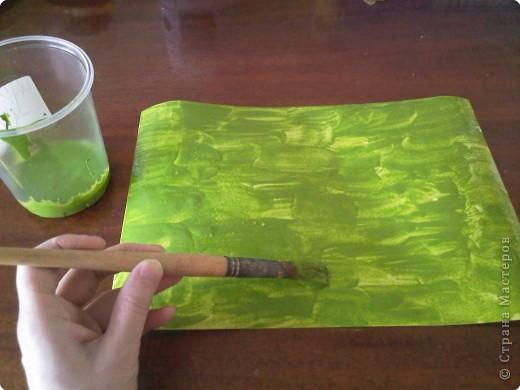 Возьмем лист плотной бумаги. Для малышей А4 хватит. Положим лист перед собой горизонтально. фото 3