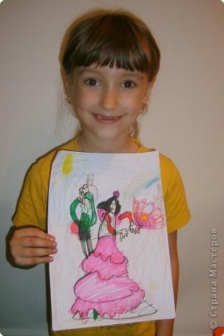Дочка рисовала испанские танцы