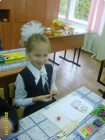 Каждую субботу я помогаю Надежде Ивановне (кл.руководителю) вести урок технологии. Сегодня я предложила детям торцевание пластилином. не хватило времени , но всем понравилось. фото 6