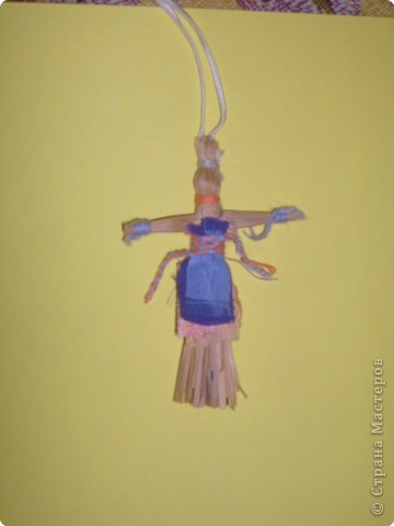 Кукла-оберег. Делались из подручного материала: солома, нитки, глина, тряпочки.   фото 4