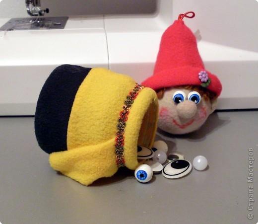 Веселый гномик, для пуговиц домик Была идея сделать новогоднюю игрушку на елочку, т.к. Новый Год уже не за горами.  фото 15