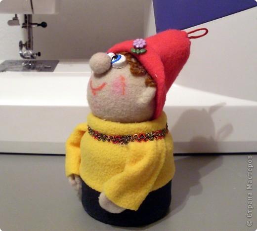 Веселый гномик, для пуговиц домик Была идея сделать новогоднюю игрушку на елочку, т.к. Новый Год уже не за горами.  фото 14