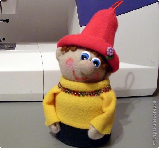 Веселый гномик, для пуговиц домик Была идея сделать новогоднюю игрушку на елочку, т.к. Новый Год уже не за горами.  фото 12