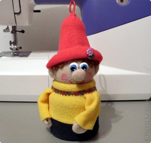 Веселый гномик, для пуговиц домик Была идея сделать новогоднюю игрушку на елочку, т.к. Новый Год уже не за горами.  фото 13