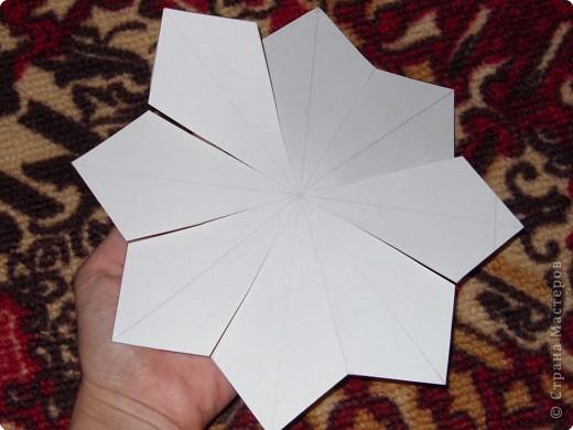 Такую ёлочку можно сделать из белой или цветной бумаги для принтера, а можно покрасить в процессе в золото или серебро  фото 19