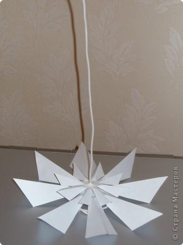 Такую ёлочку можно сделать из белой или цветной бумаги для принтера, а можно покрасить в процессе в золото или серебро  фото 24