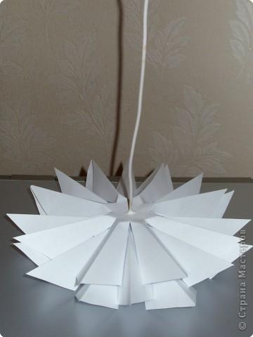 Такую ёлочку можно сделать из белой или цветной бумаги для принтера, а можно покрасить в процессе в золото или серебро  фото 28