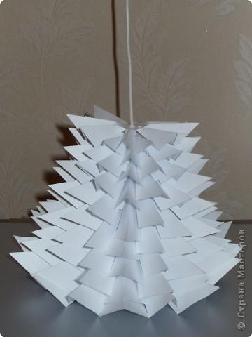 Такую ёлочку можно сделать из белой или цветной бумаги для принтера, а можно покрасить в процессе в золото или серебро  фото 29