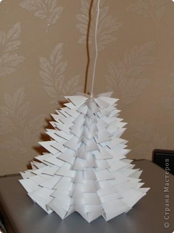 Такую ёлочку можно сделать из белой или цветной бумаги для принтера, а можно покрасить в процессе в золото или серебро  фото 30