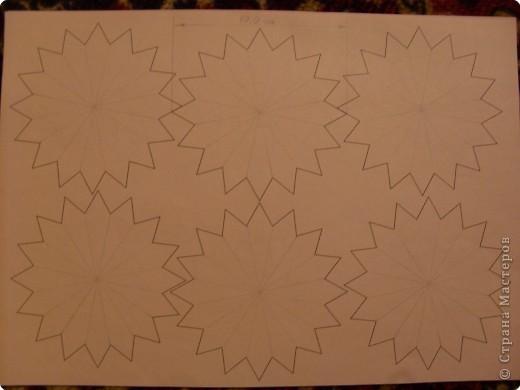 Для такого цветка нам понадобится: 6 больших розовых звезд, 4 маленькие розовые звезды, и 2 маленькие зеленые. фото 2