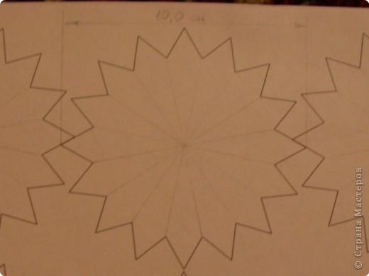 Для такого цветка нам понадобится: 6 больших розовых звезд, 4 маленькие розовые звезды, и 2 маленькие зеленые. фото 3