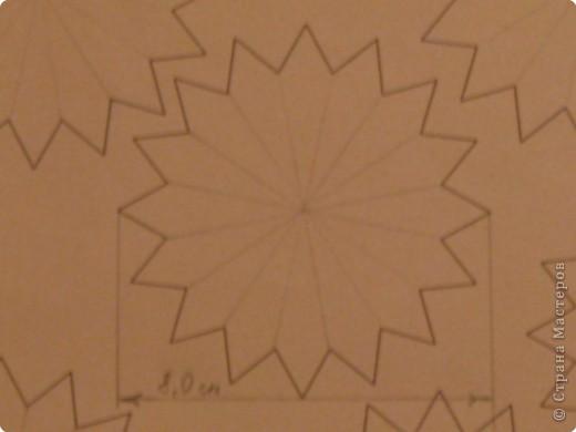 Для такого цветка нам понадобится: 6 больших розовых звезд, 4 маленькие розовые звезды, и 2 маленькие зеленые. фото 5