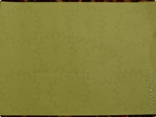 Для такого цветка нам понадобится: 6 больших розовых звезд, 4 маленькие розовые звезды, и 2 маленькие зеленые. фото 6
