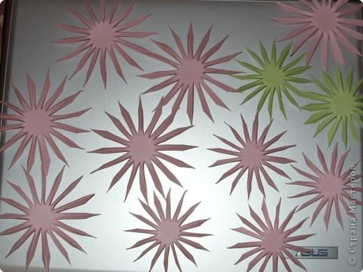 Для такого цветка нам понадобится: 6 больших розовых звезд, 4 маленькие розовые звезды, и 2 маленькие зеленые. фото 11