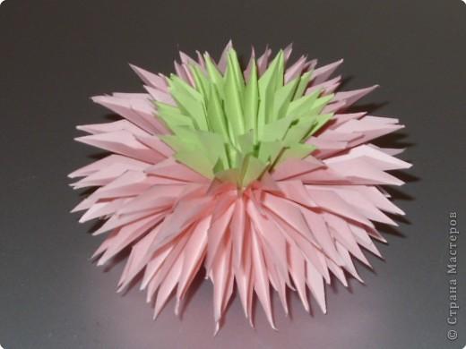 Для такого цветка нам понадобится: 6 больших розовых звезд, 4 маленькие розовые звезды, и 2 маленькие зеленые. фото 20