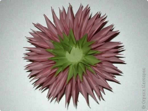 Для такого цветка нам понадобится: 6 больших розовых звезд, 4 маленькие розовые звезды, и 2 маленькие зеленые. фото 21