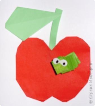 Для яблочка приготовьте прямоугольник, сделайте два надреза сверху и снизу. Сверху надрез глубже. Отогните уголки, как воротничок фото 8