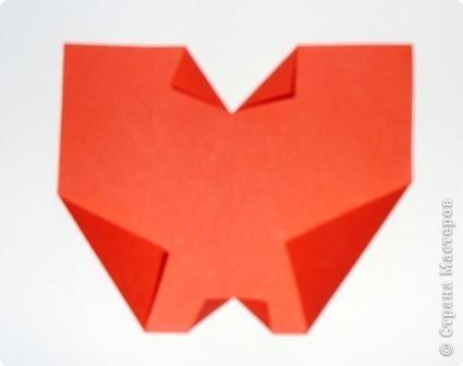 Для яблочка приготовьте прямоугольник, сделайте два надреза сверху и снизу. Сверху надрез глубже. Отогните уголки, как воротничок фото 2