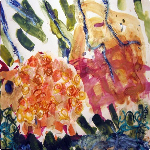 Бабочки. Это одни из первых работ, когда мы начали знакоство с красками. Больше всего сыну нравилось рисовать гуашью, смешивать на листе различные цвета.  фото 7